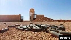 ИМ басып алған күрдтер базасы төңірегіндегі атылған оқ гильзалары. Ракка провинциясы, Сирия, 7 қазан 2014 жыл.