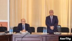 Али Асадов (стоит) в 2017 году