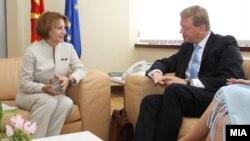 Од последната средба во Скопје на вицепремиерката Теута Арифи и еврокомесарот за проширување Штефан Филе.