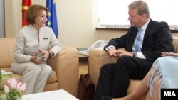 Вицепремиерката за европски прашања Теута Арифи се среќава со евркомесарот за проширување Штефан Филе на 5 септември 2011 во Скопје.