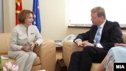 Вицепремиерката за европски прашања Теута Арифи на средба со евркомесарот за проширување Штефан Филе во Скопје.