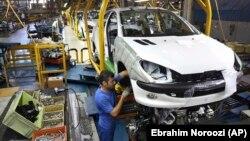 در سال ۱۳۹۷ پژو و سیتروئن بازار ایران را ترک کردند، رنو فعالیتهای خود را در ایران تعلیق کرده، تولید بسیاری از خودروهای چینی هم کند شده است (در تصویر خط تولید پژو ۲۰۶ چهار سال پیش در ایران خودرو)