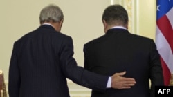 Джон Керри и Петр Порошенко после переговоров в Киеве 5 января 2015 года