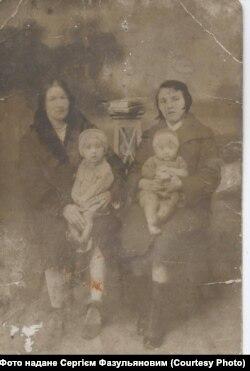 Магіра Фазульянова з дочкою Надією (ліворуч)