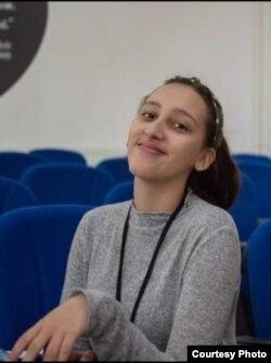 Ангела Николова, средношколка која ја добив наградата Млад Иноватор на МАКИНОВА 2020