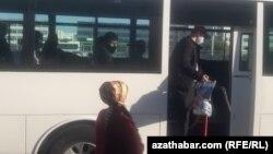В Туркменистане действуют жесткие ограничения против распространения коронавирусной инфекции, наличие которой власти страны не признают. Ашхабад, октябрь, 2020