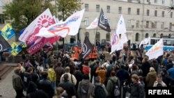 Различные общественные организации России, выступающие против призыва, могут праздновать путь небольшую, но победу. Смогут ли воспользоваться её плодами выпускники-2011?