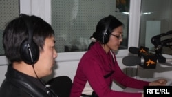 Kyrgyz Service correspondent Kanymgul Elkeeva interviews historian Turat Syrdybayev, 1 April 2010