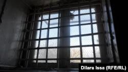 Окно в казахстанской тюрьме. Иллюстративное фото.