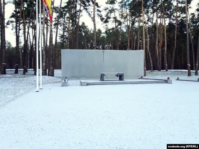 Польская частка мэмарыялу была адкрытая ў Быкаўні ў 2012 годзе