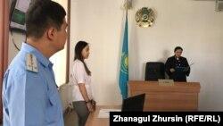 Вывезенная из Сирии Зарина Акмалаева (вторая слева) на оглашении ей приговора. Актобе, 26 июля 2019 года.