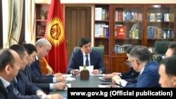 Премьер-министр Мухаммедкалый Абылгазиев шайлоого даярдыкты талкуулады. 10-март, 2020-жыл.
