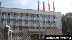 У министерства иностранных дел Кыргызстана в Бишкеке.
