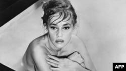 مورو در سال ۱۹۶۱ در فیم «اوا» به کارگردانی جوزف لوزی