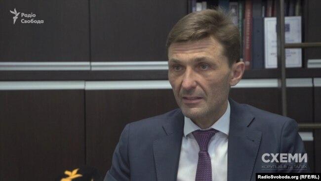 Адвокат Віталій Титич вбачає у такому розподілі «прихований підтекст»