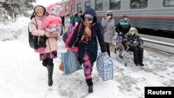 Согуштан улам башка өлкөлөргө кетип жаткан украиналыктар. Февраль, 2015-жыл.