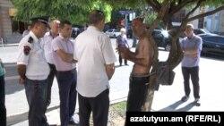 Կացարան պահանջող սիրիահայ Եղյա Քոշկերյանը դիմել է բողոքի հուսահատ միջոցի՝ իքնաշղթայման, 1-ը սեպտեմբերի, 2015թ․