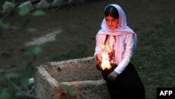 Представительница общины езидов в Ираке празднует новый год в храме.