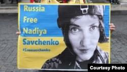 Italiya - Nadiya Savchenko-nu azad etməyə çağıran plakat, 11 yanvar 2015