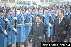 Shinzo Abe primit ceva mai devreme la Belgrad de președintele Aleksandar Vucic