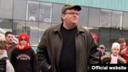 Amerikan kinorežissýory Maýkl Mur (Michael Moore).