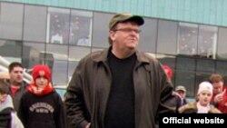 """Американский кинорежиссер Майкл Мур представит в Москве свой фильм """"Здравозахоронение"""""""