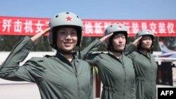 Қытай армиясында қызмет ететін әйел сарбаздар. Көрнекі сурет.