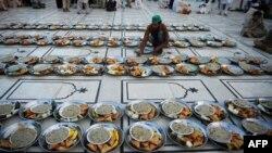 Pakistanda iftara hazırlıq