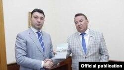 Вице-спикер Национального собрания Армении Эдуард Шармазанов (слева) и