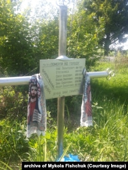 Хрест на місці поховання померлих від голоду у 1933 році. Кладовище с. Кануни. Житомирська область.
