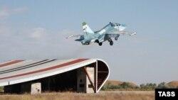 Ілюстраційне фото. Тренування палубної авіації Північного флоту Росії в Криму, 2010 рік