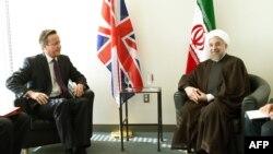 Pamje nga një takim i kryeministrit britanik David Cameron (majtas) me presidentin e Iranit Hassan Rohani