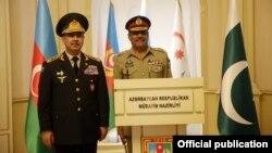 Ադրբեջանի պաշտպանության նախարար Զաքիր Հասանովի և Պակիստանի ԶՈՒ միացյալ շտաբի պետ Նադիմ Ռազայի (աջից) հանդիպումը Բաքվում, 3-ը մարտի, 2021թ․