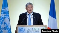 Франция -- Алмазбек Атамбаев БУУ саммитинде. Париж, 30-ноябрь, 2015.