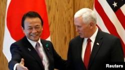 Ճապոնիայի փոխվարչապետ Տարո Ասոն և ԱՄՆ-ի փոխնախագահ Մայք Փենսը, Տոկիո, 18-ը ապրիլի, 2017 թ.