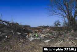 Частка вёсак на тэрыторыі «Купалаўскага» абязьлюднела. Старыя дамы зьнішчаюць з дапамогай тэхнікі