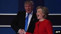 ԱՄՆ - Նախագահի թեկնածուներ Հիլարի Քլինթոնի և Դոնալդ Թրամփի ձեռքսեղմումը նրանց առաջին հեռուստաբանավեճից հետո, Հեմփսթիդ, Նյու Յորք նահանգ, 26-ը սեպտեմբերի, 2016թ․