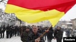 Члены стихийно образовавшейся инициативной группы в большинстве своем прошли военные конфликты не только дома – в Южной Осетии, но побывали в начале 90-х годов в Абхазии и Северной Осетии.