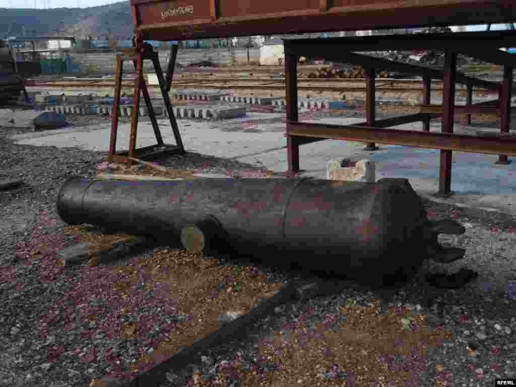 Піднята гармата (за попередніми дослідженнями, з військового корабля ХІХ ст., не виключено – з «Принца») - (Фотографії з архіву керівника археологічної підводної експедиції Сергія Воронова)