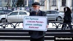 Во время акции в поддержку российского оппозиционера Алексея Навального в Краснодаре 23 января