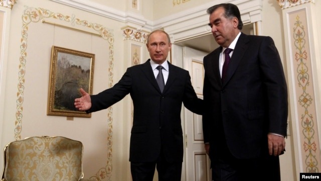 Russian President Vladimir Putin (right) and Tajik President Emomali Rahmon in Moscow on August 1