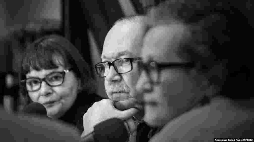 Татьяна Щербина, Денис Драгунский, Виктория Ивлева. Фото А.Тягны-Рядно