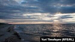 Озеро Байкал - одно из многих мест в России, которое уничтожается, несмотря на многочисленные акции протеста