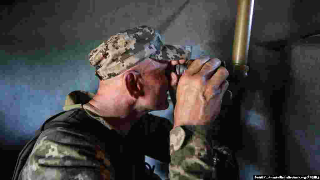 «Стріляють он перед нами – 380 метрів від них», – розповідає один із бійців про те, звідки були останні обстріли спостережного пункту українських військових