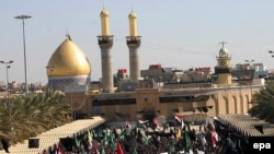 Iraq -- Iraqi Shi'ite Muslims gather in Karbala to mark the first anniversary of the explosion of the holy shrine of Imam Ali Al-Hadi at the Golden Mosque in Samarra, 12Feb2007