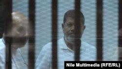 Элекке Мисыр президенты Мөхәммәт Мурси (у)