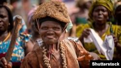 Знахарка на одной из местных церемоний в Гане, Западная Африка