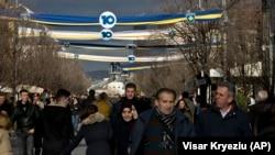 Dekorimi në Prishtinë në prag të 10-vjetorit të pavarësisë