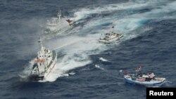 Anijet e Rojës bregdetare japoneze i largojnë anijet tajvaneze të peshkimit afër ujëdhesave Senkaku