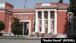 Нынешнее здание парламента Таджикистана, построенное в советские годы.